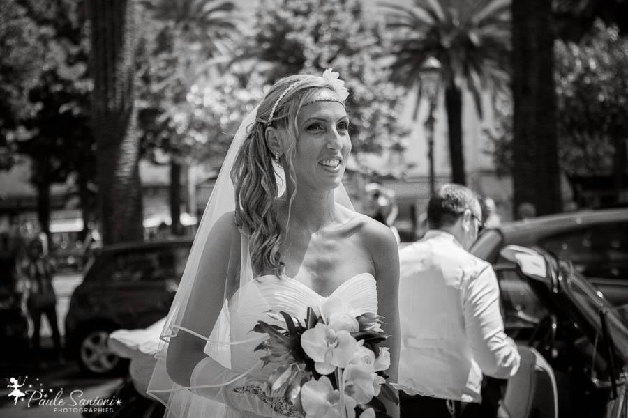 jolie mariée devant la maririe d'ajaccio